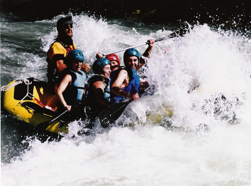 Rafting, Barranquismo, Vias Ferretas y tirolinas.