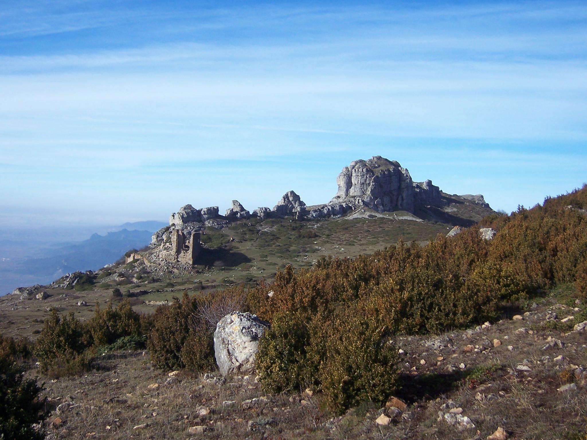 Peña_del_Castillo_en_la_Sierra_de_Toloño